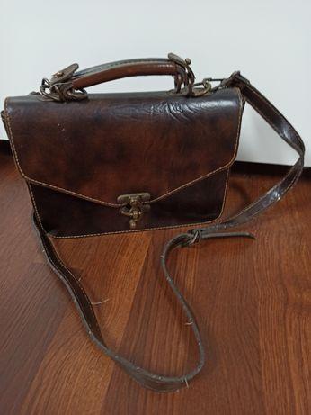 Torebka kuferek brązowy