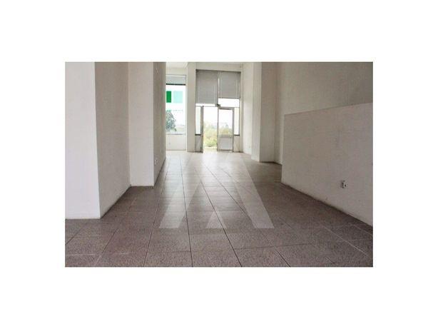 Loja com excelente localização e exposição solar em Esgueira