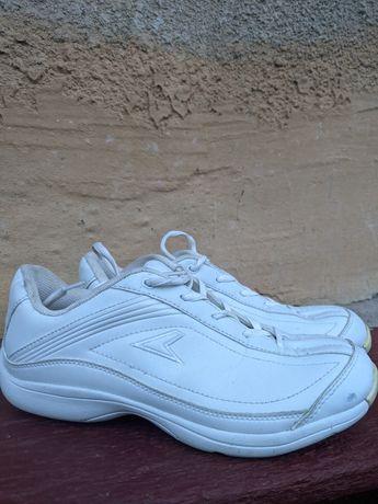 Кросівки ,білі ..