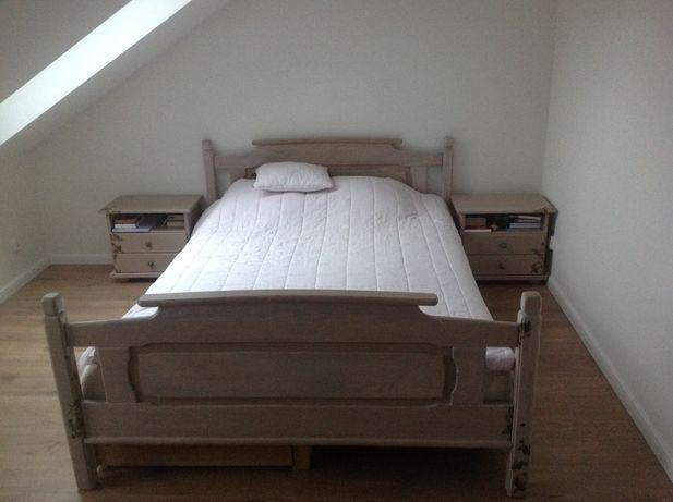 Łóżko sosnowe  140x200 cm z szafkami nocnymi i materacem