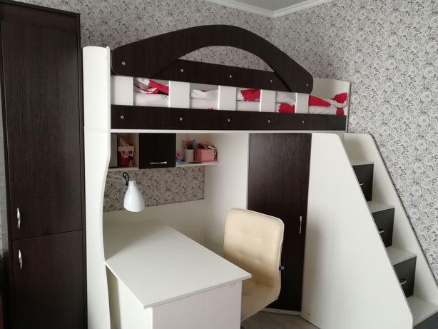 Кровать чердак, двоярусне ліжко, ліжко зі сходами і столом
