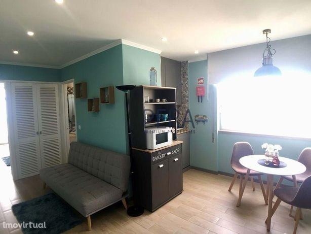 Apartamento com  1 Quarto completamente remodelado com vistas Mar. Pra