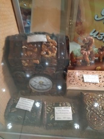 Продам шкатулки дерева оздоблені бурштином