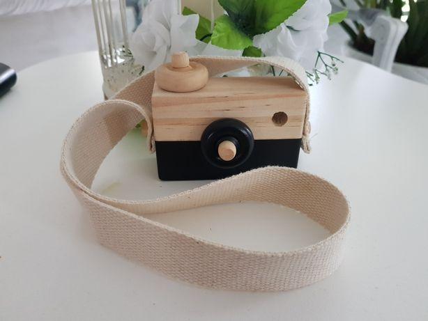 Rekwizyt do sesji - aparat drewniany