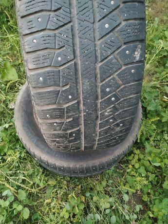 Продам 2 ЗИМНИХ  колеса на автомобиль Mazda