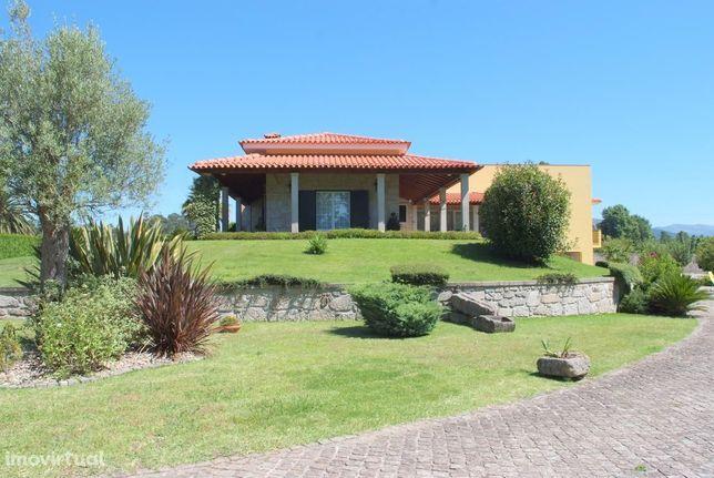 Excelente Moradia T5  localizada apenas 10 minutos da cidade de Braga