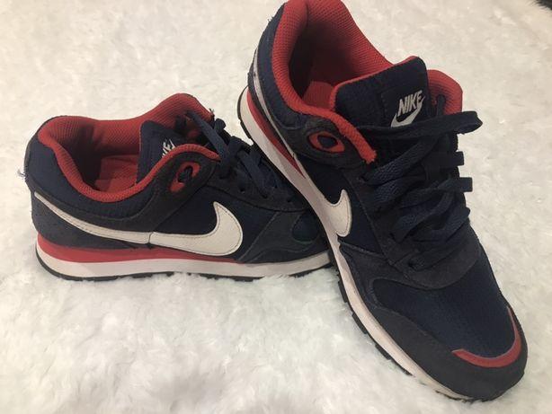 Оригінальні кросівки Nike 37 ,5 розмір 23,5 см