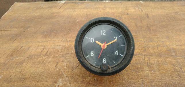 Часы на ВАЗ на автомобиль
