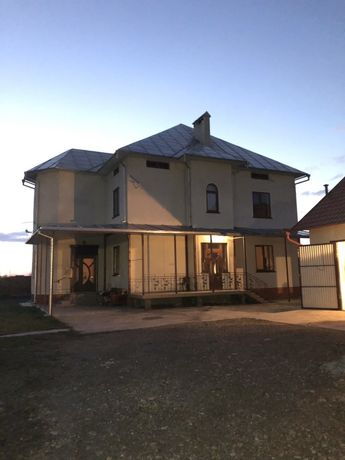 Красивий і розкішний будинок! Ціна договірна...