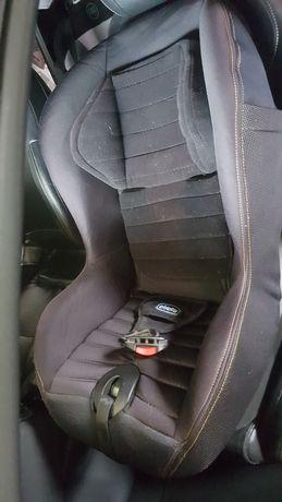 Sprzedam fotelik samochodowy chicco xpace black