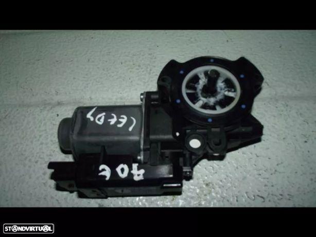 PEÇAS AUTO - VÁRIAS - Kia Ceed - Motor do Elevador Trás Esquerdo - EL241