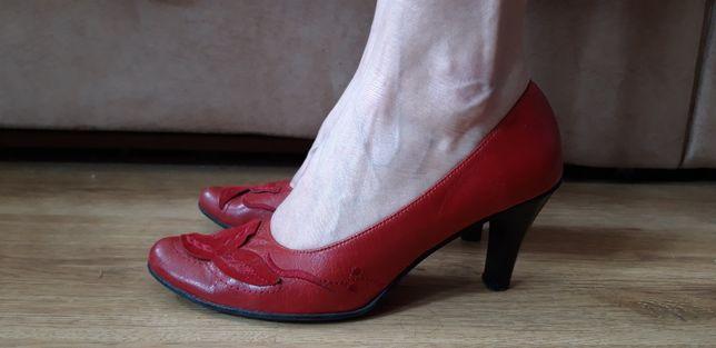 Buty na obcasie 39 czerwone czółenka