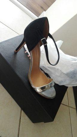 Nowe sandałki na szpilce Phase Eight