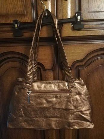 Ładna, złota, damska torebka na zamek