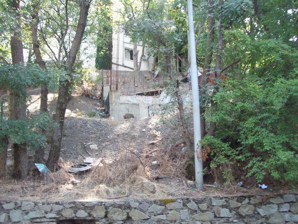 Продам земельный участок(с домиком) в Ялте(Крым) пгт.Масандра