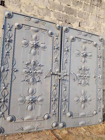 Ворота Кованные ручной работы с рамой.