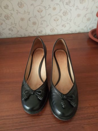 Продам туфли Clarks 40