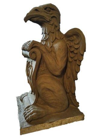 Продаю скульптуру грифона на колону брами