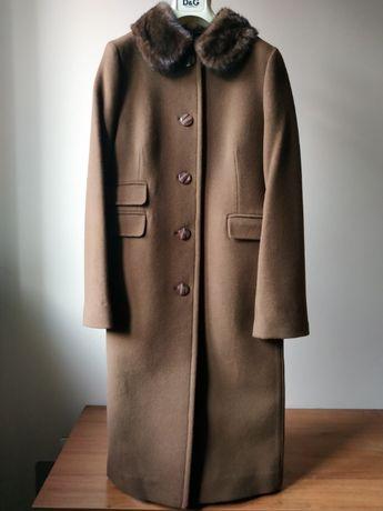 Красивейшее кашемировое пальто с норковым воротником.