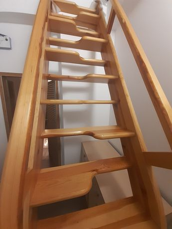 Schody drewniane wraz z włazem na poddasze
