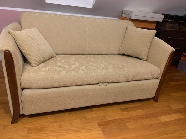 Sofa dwuosobowa z pojemnikiem na pościel, z możliwością spania