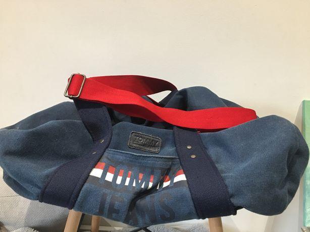 Sprzedam oryginalną torbę sportową firmy Tommy Hilfiger