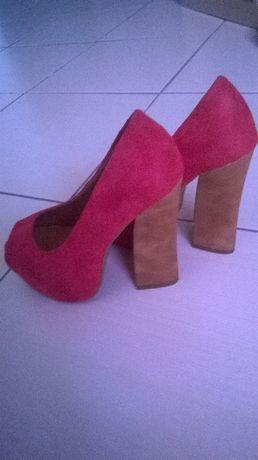 Sapatos vermelhos 35