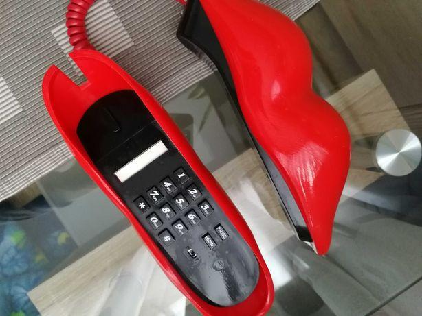Telefon usta czerwony sprawny do sesji