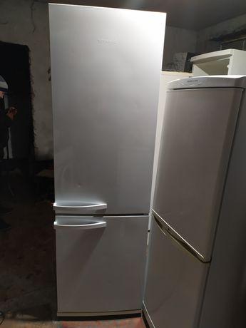 Продам рабочий холодильник Снайге.