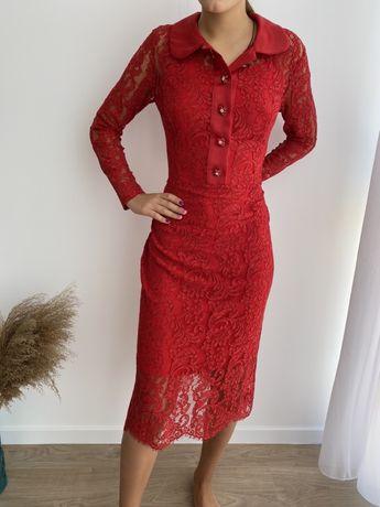 Красное новое платье фирменное