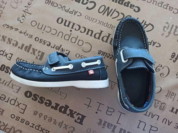 Sapatos menino tamanho 29
