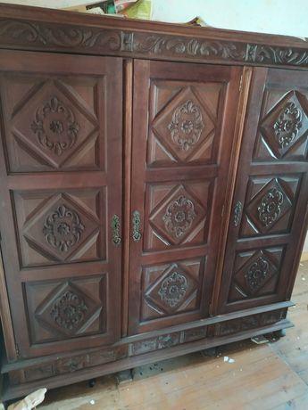 Roupeiro antigo com 3 portas