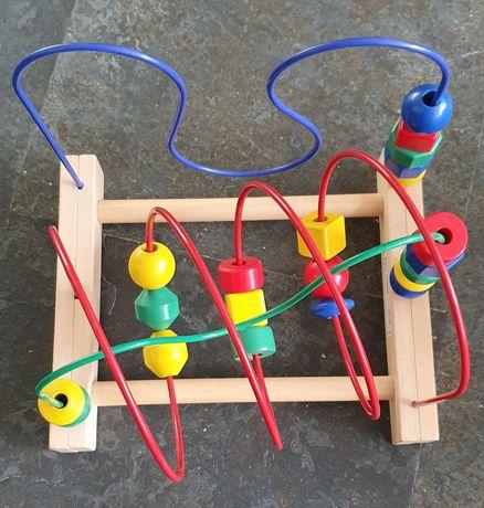 Brinquedo didático em madeira