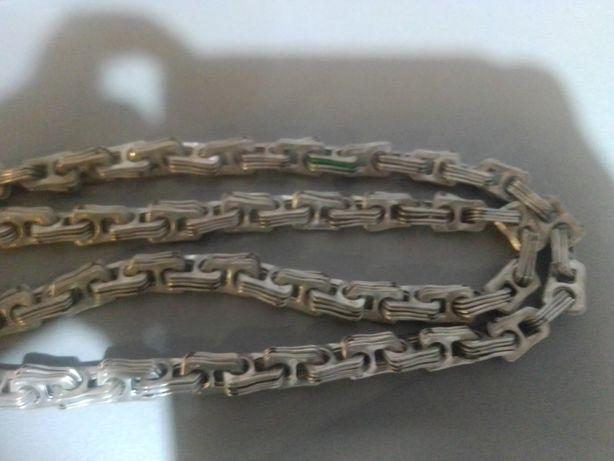 Łańcuch z zawleczek od piwa