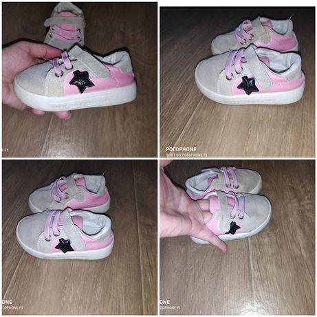 Продам обувь и пинетки на девочку,10-13 см.в отличном состоянии