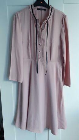 Różowa sukienka ze stójką rozm. 32 MOHITO