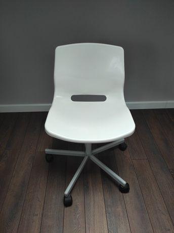 Obrotowe krzesło Ikea snille