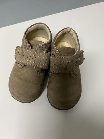 Botas de menina da marca Chicco, tamanho 21 como novos!