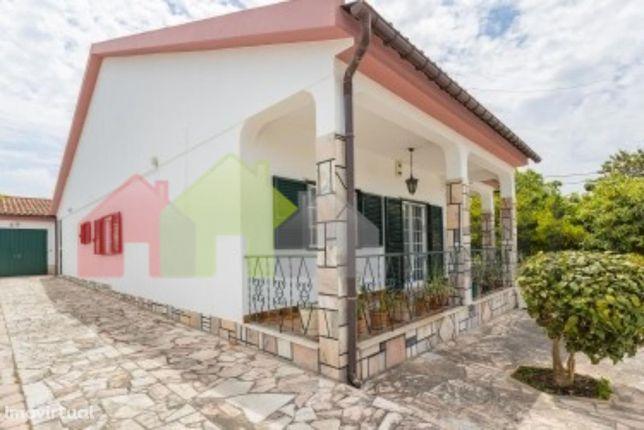 Moradia T3 térrea e isolada em Azeitão – 300.000 €