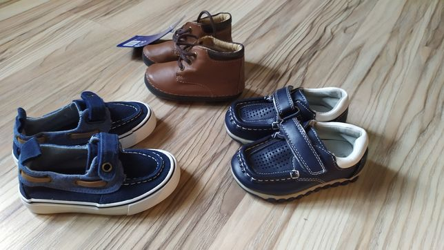 Buty dziecięce różne rozmiary.