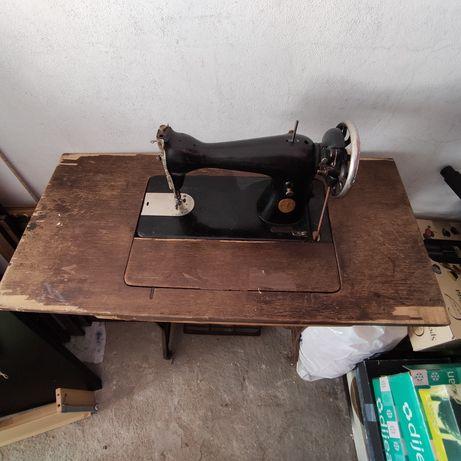 Máquina de costura SINGER centenária