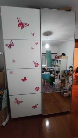 Roupeiro Pax IKEA com espelhos para desocupar