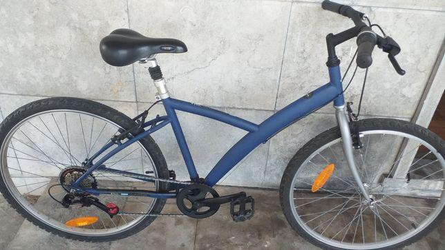 Vendo bicicleta em muito bom estado geral
