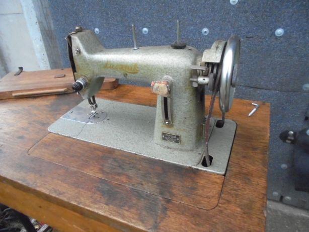 stara zabytkowa maszyna do szycia łucznik na pedał maszyna singer