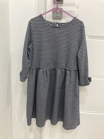 Sukienka czarno biala w kratke 128 cm