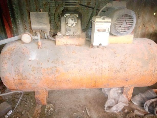 Compressor 200l trifásico