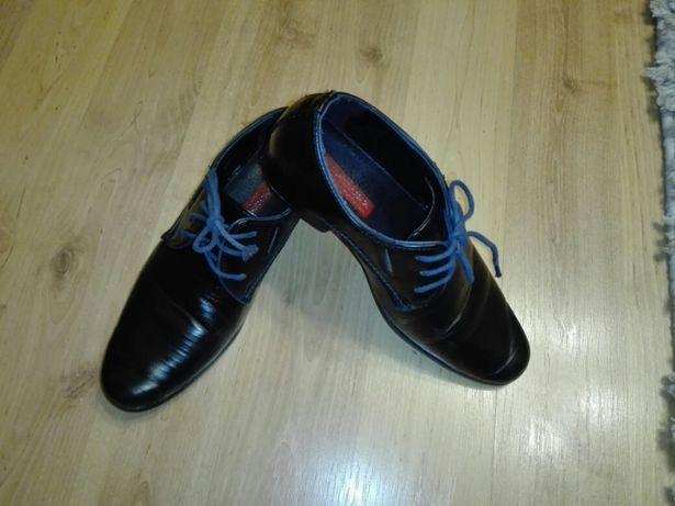 Buty - pantofle chłopięce 34