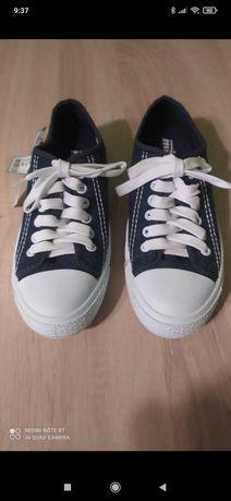 Buty trampki młodzieżowe