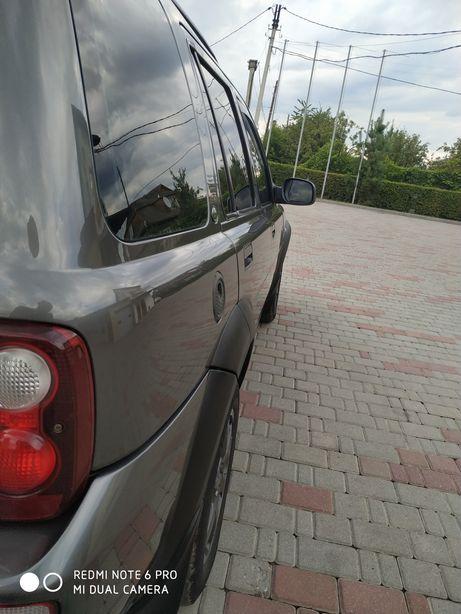 Автомобіль ленд ровер