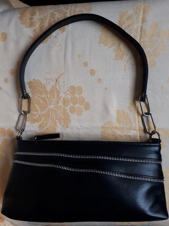 Небольшая симпатичная сумочка
